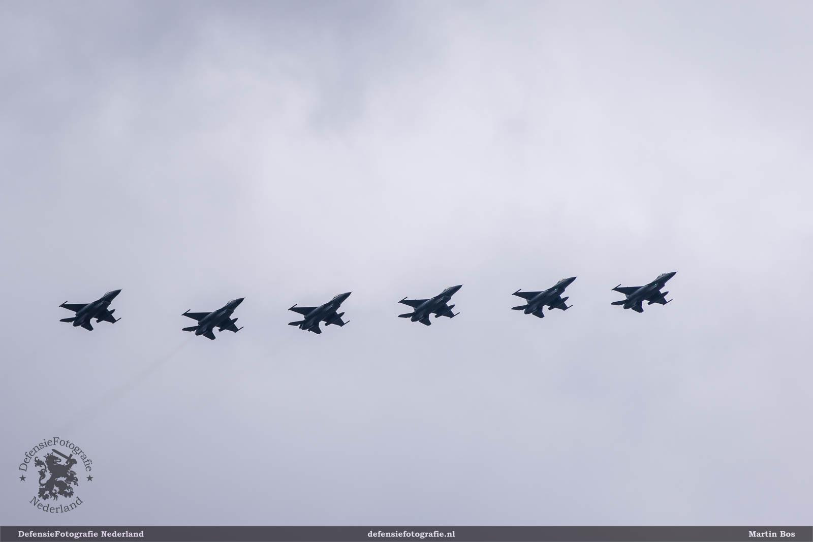 F-16 formation
