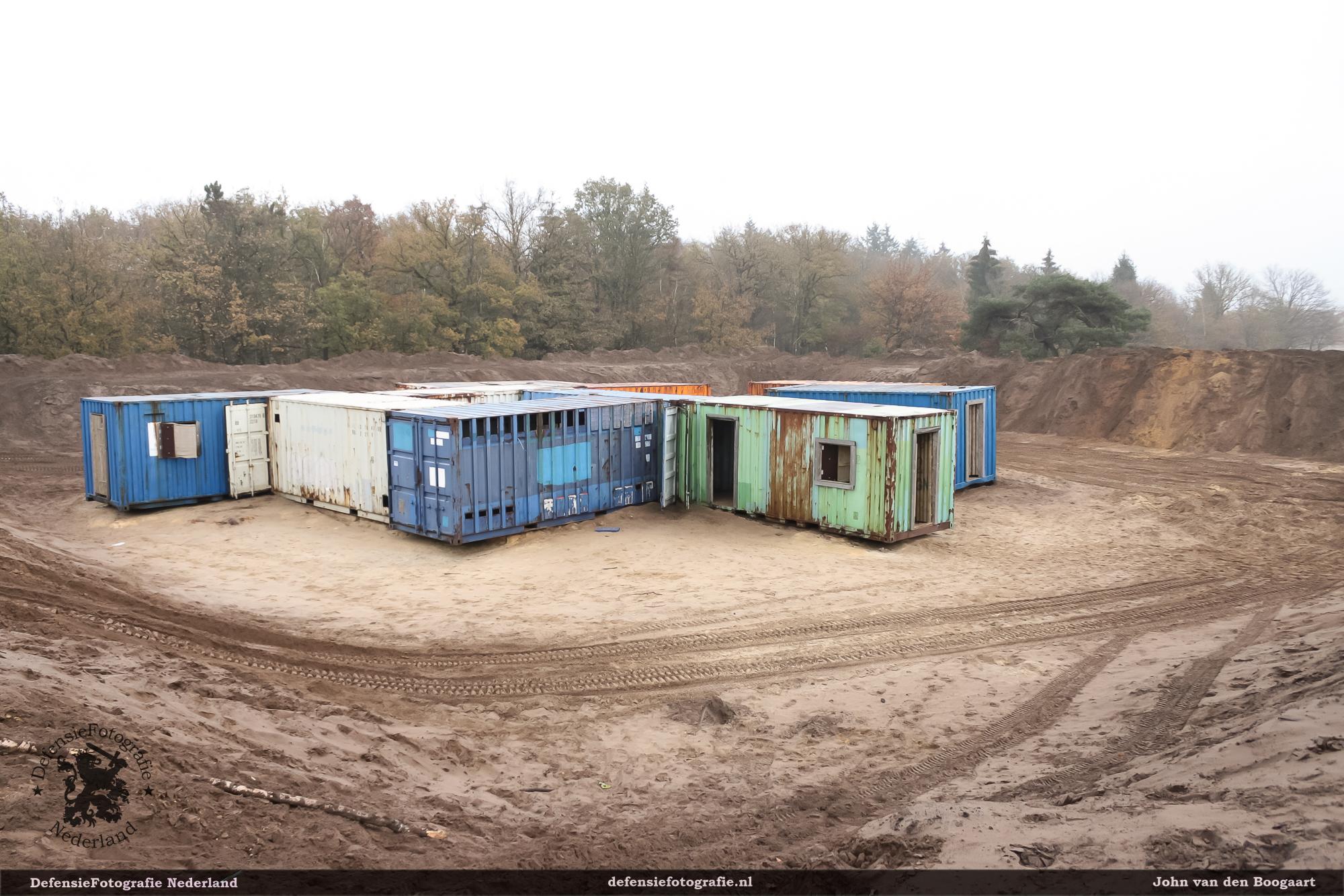 Containers in 2011 bij de vernieuwde compound