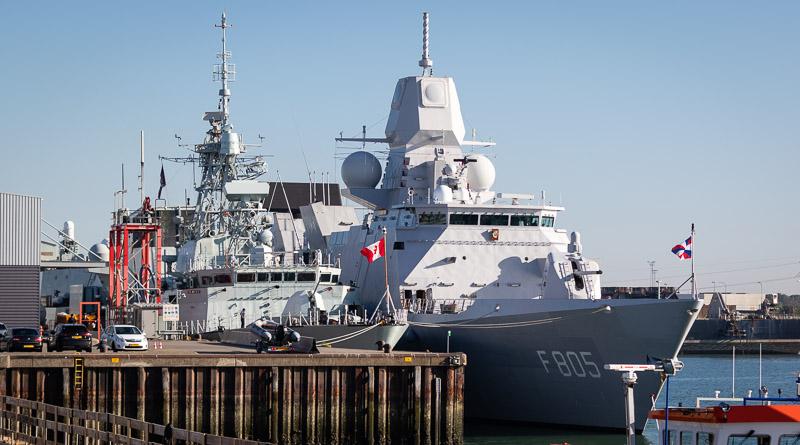 Twee fregatten